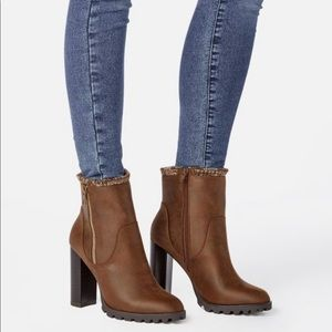 New Stylish Carlina Brown Booties size 10